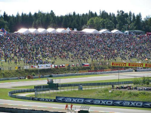 superbikes,motociklų lenktynės,žmonės,lenktynės,lenktynės,bendruomenė,trasa,lenktynių trasa,Brno,įvykis,vasara,varzybos