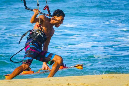 banglenčių sportas,surfer,pramoginiai sporto renginiai,banglenčių sportas,laisvalaikis,vėjo sportas,dinamiškas,vandens sportas,šventė,ežeras,naršyti,Sportas,burlenčių sportas,vanduo,burlenčių sportas,papludimys,valtys