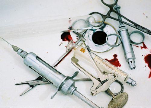 chirurgija,instrumentas,kraujas,injekcija,Surgery instruments,pincetai,chirurginiai spaustukai