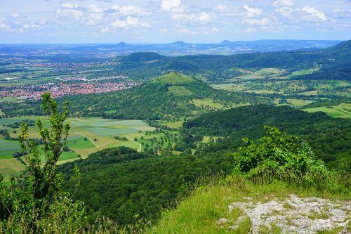 swabian alb,weilheim,teck,limburgas,aukštis burg,miestas,nes namuose yra teck,sugadinti limburgą,liudytojų kalnai,požiūris,Breitenstein,idilija,albų karnizai,albumo kraštas,aichelberg,3 kaiser kalnai,trys imperatoriaus kalnai,Hohenstaufen,Rechberg,stuifen,kraštovaizdis,aasrücken,elnių kalnas,kaiser kalnai,saugoma kraštovaizdžio zona,migracijos galimybė,žygis,žygių zona