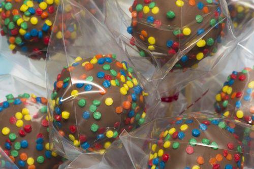 saldus,karštis,šokoladas,brigadierius,gimtadienis,vakarėlis,gėrybės,saldus patiekalas,tradicinis,nutella,bonbon,grūdėtas,spalvinga,konfeti,saldus brazilas