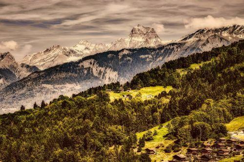 Šveicarija,kalnai,slėnis,kraštovaizdis,hdr,miškas,medžiai,miškai,Šalis,kaimas,kaimas,dykuma,dangus,debesys