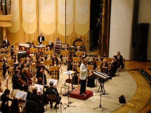 simfoninis orkestras,koncertas,filharmonijos salė,muzika,smuikas,violončelė,būgnas,mušamieji instrumentai,styginiai instrumentai,vėjo instrumentai,dirigentas
