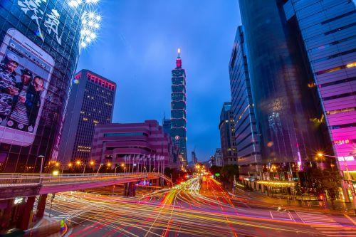 Taipėjus,Taivanas,101 pastatas,naktinis vaizdas,lengvuoju geležinkeliu