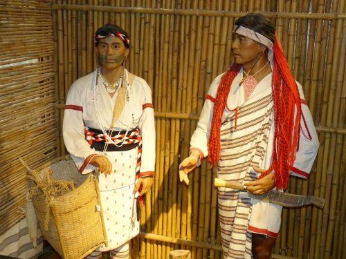 Taivanas,Kinija,taroko,taroko tarpeklis,vietiniai žmonės,turizmas,muziejus,vyras,apranga,krepšelis
