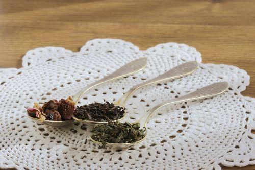 arbata,juoda arbata,lakštas,džiovinti vaisiai,Žalioji arbata,arbatinis šaukštelis,arbatos lapas,vaisių arbata