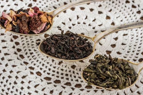 arbatos lapas,juoda arbata,Žalioji arbata,vaisių arbata,arbatinis šaukštelis,džiovinti vaisiai,gerti,Sveikas maistas,arbata,alaus,gėrimas,Iš arti