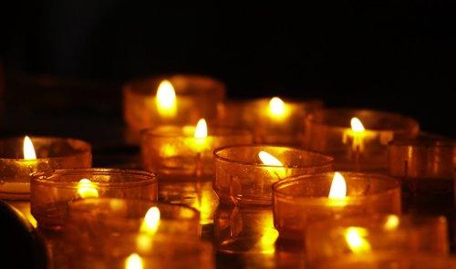 arbatos žibintai, žvakės, Žvakių šviesa, tikėjimas, Religija, krikščionybė, Fleimo, paminėti, meditacija, malda, contemplativae, memorialiniai žvakės, bažnyčia, nuotaika, šviečia, atmosfera, žibintai, memorialiniai žibintai, aukojimo žvakė, aukojimo žibintai, atspindys, šviesus, gedulas, paguoda