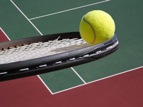 tenisas,rutulys,raketė,teismas,teniso kamuoliukas,teniso raketė,teniso aikštelė,Sportas,žaidimas,įranga,geltona,poilsis,žalias,lauke,gyvenimo būdas,raketika,teniso raketė