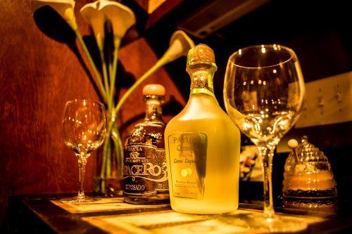 tequila,margarita,kalkės,alkoholis,kokteilis,gerti,stiklas,baras,garnyras,sultys,rūgštus,žalias,spalvinga,kulka,skonis,gyvas,alkoholinis,citrusiniai,atsipalaidavimas,šviesus