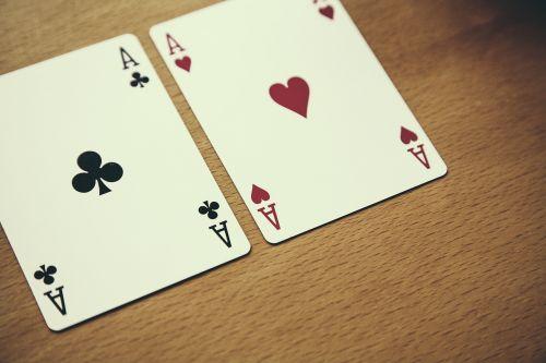 texas holdem,pokeris,ace,kortų žaidimas,azartiniai lošimai,kazino,žaidimų priklausomybė,pelnas,žaidimų bankas,širdis,priklausomybe,Žaidžiu kortomis