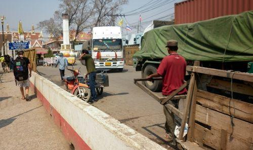 Tailandas,Kambodža,sienos kirtimas,Kambodžos sienos kirtimo punktas,Kambodžos rankinis darbas,fizinis darbas