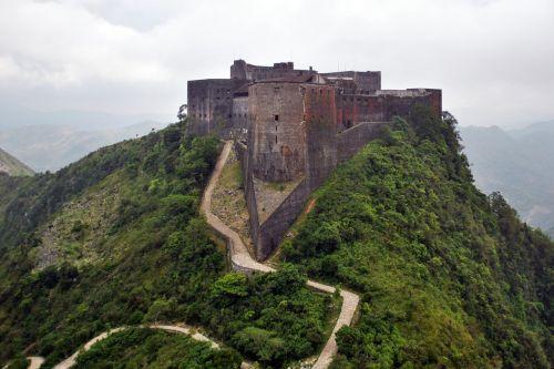 citadel ferrière,1804,tvirtovė,kariuomenė,haiti,XIX a. pradžia,architektas henri christophe,kalnas,rūkas,debesuota dangaus,debesys,gamta,kraštovaizdis,laukas,medžiai,miškas,senovės tvirtovė,didžiausias tvirtovės karibai,pastatas,architektūra,pastatas klasifikuotas,pasaulinis paveldas,UNESCO 1982 m .,pixabay ekrano apačioje