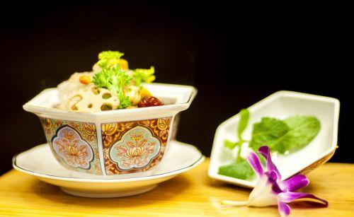 patiekalas,taurieji afrikietiški vištienos troškiniai lizdai swiftlets,lizdai,brangioji afrikietiška vištiena,prieskoniai,Vietnamas