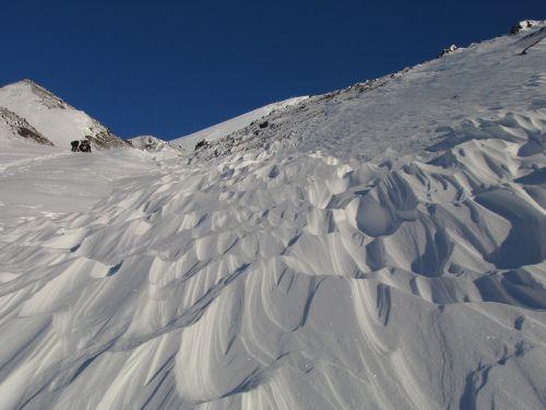 vulkano snukis,žiema,sniegas,sniego dramos,nast,vėjas,sniego modeliai,žiemos diena,kalnai,aukštis,kalnų plynaukštė,nuolydis,kraštovaizdis,gamta