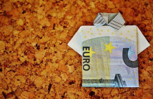 paskutinis marškinėliai,dolerio kupiūra,5 eurų,sulankstytas,dovanos,pinigai,valiuta,euras,pinigai ir pinigų ekvivalentai,rezervas,lankstymo technika