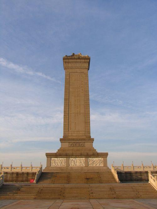 paminklas,Tianas vyrų kvadratas,paminklas,paminklas,kankinys,žmonės,mėlynas dangus
