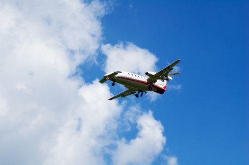 lėktuvas,dangus,skrydis,lėktuvų bilietai,debesys,sparnai,nusileidimas,varikliai,aukštis,debesis,sparnas,atstumas,gelbėjimas,greitoji medicina,skraidantis,skristi