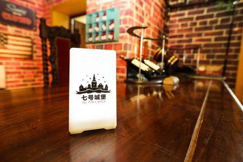 septintoji pilis, vila, vakarėlis, vizitinės kortelės