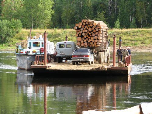 vishera upė,keltas,perėjimas,vanduo,transportas,krantinė,upė,papludimys,sunkvežimis,gamta,vasara,rami upė,Rusija,kraštovaizdis,perm krai