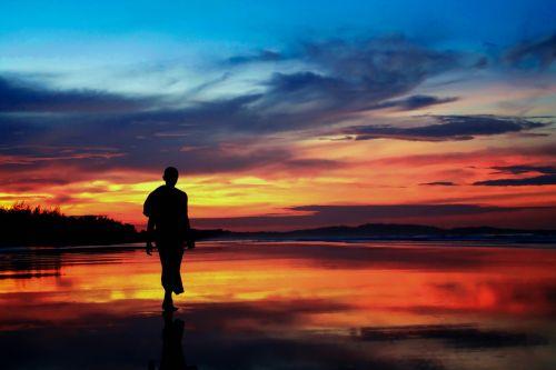 teravada budizmo,vienuolis sūkuryje,vienuolis prie jūros,twilight,vienuolis paplūdimyje,dusk,budistinis,vakaras,kraštovaizdis,gamta,naktį,jūra,papludimys