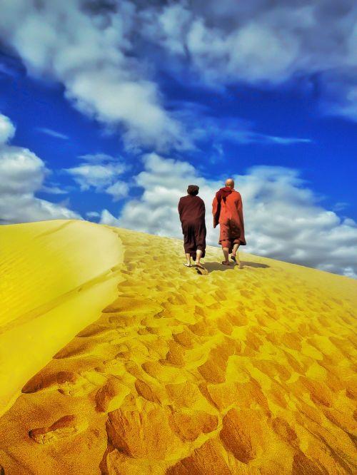 teravada budizmo,vienuolis dykumoje,vaikščioti desertu,dykuma,smėlis,kraštovaizdis,vaikščioti,gamta,sausas,vaikščioti,vėjas,atostogos