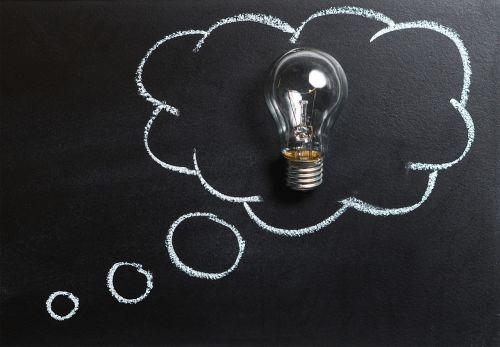 mintis,idėja,inovacijos,vaizduotė,įkvėpimas,lemputė,lemputė,tirpalas,smegenų audra,smegenų audra,išradimas,galvoti,kreidos lenta,lentynas,lenta,mokykla,švietimas,mokymasis,mokytis,analizė,problema,koncepcija,simbolis,kūrybiškumas,lempa,burbulas,filosofija,meditacija,psichinis vaizdas,regėjimas,verslas,psichologija