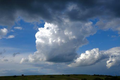 giedras,griauna,debesys,oras,audra,Persiųsti,gamta,debesuotumas,lietus,tamsūs debesys,nuotaika,dangus,atmosfera,kraštovaizdis,grasinanti,šviesa,plūdė,gewitterstimmung,oro temperamentas,cloudscape,Gamtos jėga,gamtos reiškinys,debesies kalnai,kubo debesys,debesys krūva,debesys formos,Debesuota,cumulus,lietaus debesys,tamsus dangus,atmosfera,juoda ir balta,debesų danga,debesies bokštas