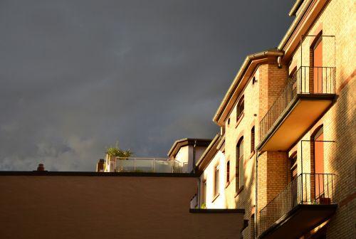 griauna,nuotaika,vakaras,šviesa,atmosfera,audra,apšvietimas,dramatiškas dangus,grasinanti,dangus,oras,Persiųsti,niūrus,gamta,debesys,spalva,tamsi,saulė,vaivorykštė,šventė,gamtos reiškinys,pastatas,mistinis,weststadt