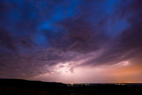 griauna,naktis,kraštovaizdis,dangus,blykstė,žaibo blyksnis,oras,gamta,audra,tamsi,iškrovimas,Gamtos jėga,debesys,elektra