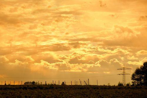 griauna,debesys,debesų formavimas,dangus,tamsūs debesys,debesys formos,Persiųsti,dusk,gewitterstimmung,nuotaika,vakaras,saulė,debesų danga,saulėlydis,saulėtekis,kraštovaizdis,galios poliai,energija,stiebas