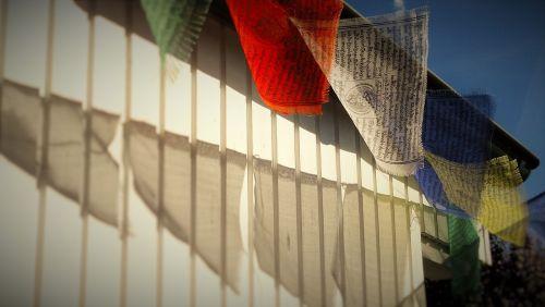 tibetietis,maldos vėliavos,vėjas,budizmas,tibetiečių maldos vėliavos