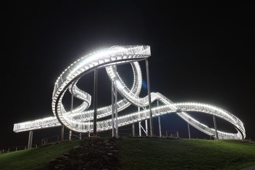 tigras ir vėžlys,Duisburgas,looping,ruhr area,meno kūriniai,orientyras,magiškas kalnas,pyktis hausen,kalneliai,naktis,apšviestas,šviesos efektas