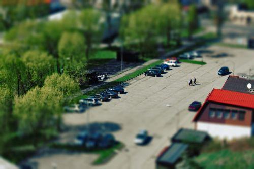 pakreipti,poslinkis,automobilių stovėjimo aikštelė,automobiliai,medžiai,Lenkija,Lenkija,kruszwica