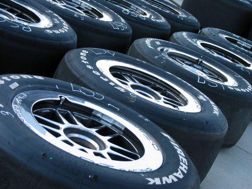 padangos,lenktynės,duobę,Mašinų lenktynės,ratas,lenktynės,guma,eilutė,protektorius,greitis,Sportas,juoda