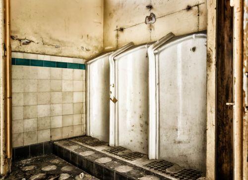 prarastos vietos,tualetas,pisuaras,pforphoto,vyrai,ąsotis,wc,plytelės,vyras,latrine,stovėti,viešbutis,visuomenė,purvinas,eiti į atliekas,palikti,Pūkuotukas,sanitariniai