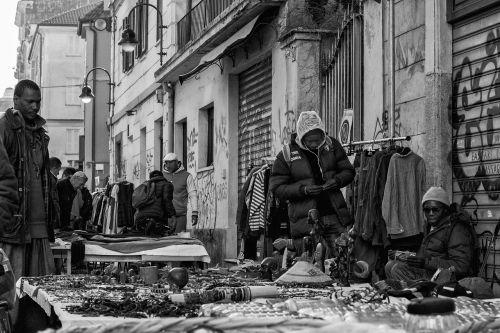 Torino,turgus,porta palazzo,piemonte,italy,molas,moleantonelliana,antoneliana,Egipto statulos,priekmont,turinys,žmonės,karališkasis rūmai,Kalėdos,medžiotojas,prekybininkas prekybininkas,ne eu,nero,imigrantas,Islamas,kultūros,antonelliana,susitikimas,prekes,daiktai,pardavimas,pardavėjas,didelis miestas
