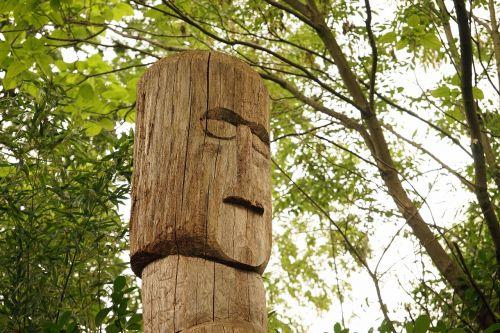 totemo stulpelis,krūva,figūra,mediena,krūva iš medžio,medienos krūva,indėnai,simbolis