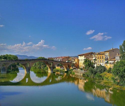 Turizmas, tiltas, upė, pabrėžia