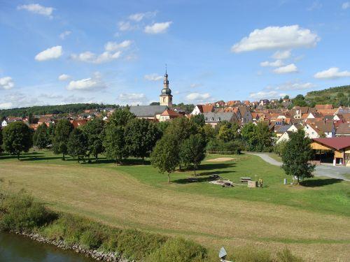 Miestas,kaimas,mažas,vaizdas,kaimas,laukas,pastatai,namai,riverside,idiliškas,kaimas,bažnyčia,spire,bokštas