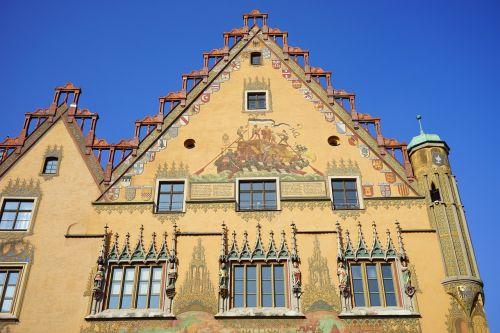 miesto rotušė,ulm,namai,pastatas,fasadas,geltona,dažymas,ulmer salė,freskos,ankstyvasis renesansas,Secco tapyba,fjeras,Rotušės aikštė,Ukmergės rotušės aikštė,prekybos santykiai,prekybos ryšiai
