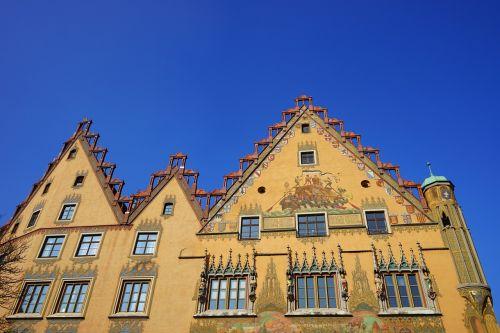 miesto rotušė,ulm,namai,pastatas,fasadas,geltona,dažymas,ulmer salė,freskos,ankstyvasis renesansas,Secco tapyba,fjeras,Rotušės aikštė,Ukmergės rotušės aikštė,gable