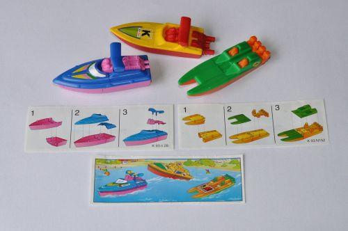 žaislas,žaislai,valtis žaislas,valtis,greitaeigė valtis,plastikinis žaislas,plastmasinis,spalva,spalvos,spalvinga,spalva,spalvos,vaikystę,derliaus žaislas,vintage,kareivis suprise,globėjas,miniatiūrinė