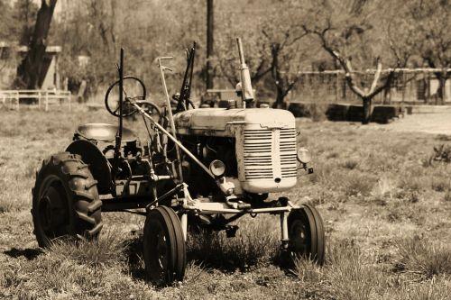 traktorius,retro,ūkis,ūkininkavimas,Naujasis Meksikas,žalias,žemės ūkio,Žemdirbystė,pasėlių,kultivuoti,auginimas,įranga,ūkininkas,laukas,derlius,žemė,mašina,kaimas,augalas,vintage,agronomija,kaimas,augti,mašinos,plūgas,mažas ūkininkavimas,smulkūs ūkiai,šeimos ūkis,seimos ukis,vietinis ūkis,vietos ūkininkavimas,pirkti vietos,gintaro avalona