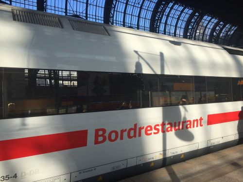 traukinys,traukinių stotis,hamburgas,Centrinė stotis,vagonas,baras restoranas,restoranas,vagonas-restoranas,ledas,platforma,deutsche bahn