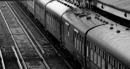 traukinys, traukinys & nbsp, stotis, traukti & nbsp, vežimą, traukti & nbsp, vežimus, keleivis & nbsp, automobilis, keleiviai & nbsp, automobiliai, traukti & nbsp, takelį, juoda & nbsp, balta, senas & nbsp, traukinys, tradicinis & nbsp, traukinys, garo & nbsp, traukinys, traukinys