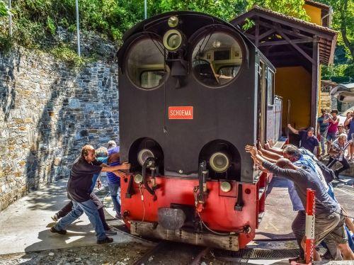 traukinys,variklis,tekinimas,juda,stumti,darbo,lokomotyvas,gabenimas,milies,Graikija