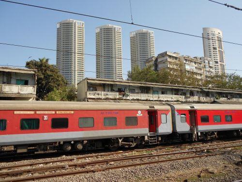 traukinys,geležinkeliai,transportas,Indija,Mumbajus