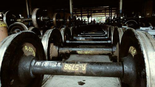 traukiniai ratai,plieniniai ratai,mašinos,plienas,sunkioji industrija,geležis,sunkus,mašina