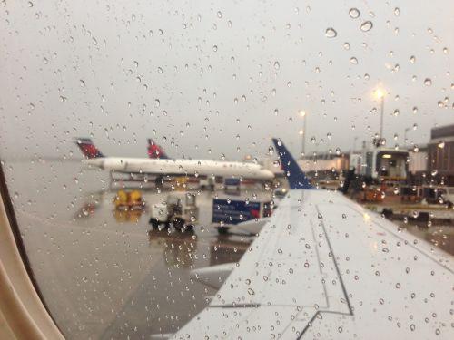 kelionė,lėktuvas,lietinga diena,gabenimas,Atvykimas,langas,komercinis,skrydis,kelionė,orlaivis,kelionė